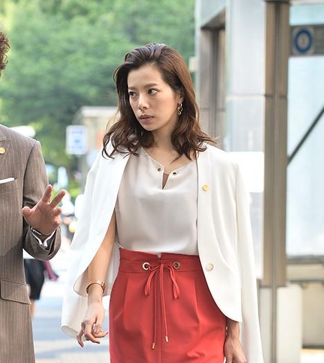 桜井ユキの衣装!東京独身男子5・6話ブラウス・スカート・バッグのブランドは?